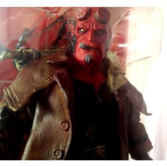 Mezco-Movie-Line-SDCC-Exclusive-Hellboy-Action-Figure05